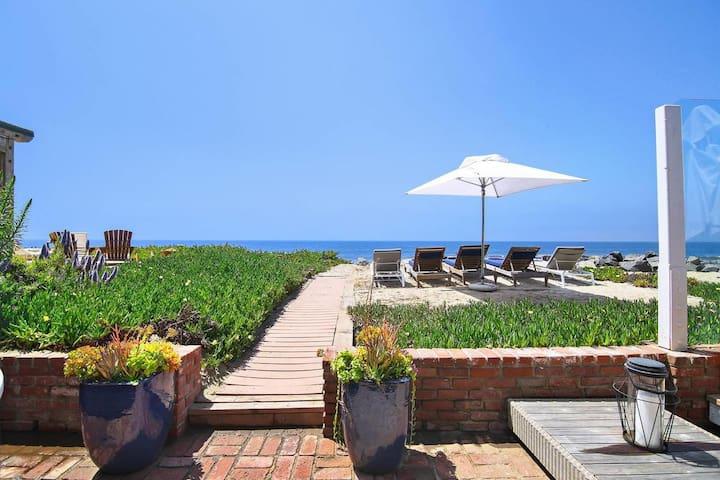 Malibu Beachfront Villa. Villa Trancoso