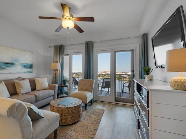 Pretty Condo! Sleeps 4, Lake View, Many Amenities and Nearyby Activities!