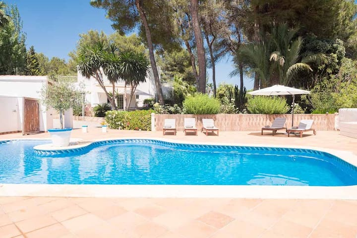 FAMILY VILLA ROBLES + pool close to St Gertrudis
