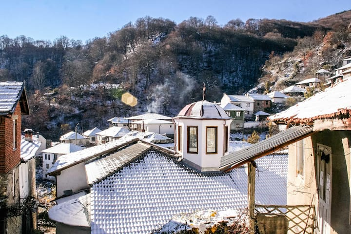 *NO GUEST SERVICE FEE* Traditional Villa In The Heart of Rural Village