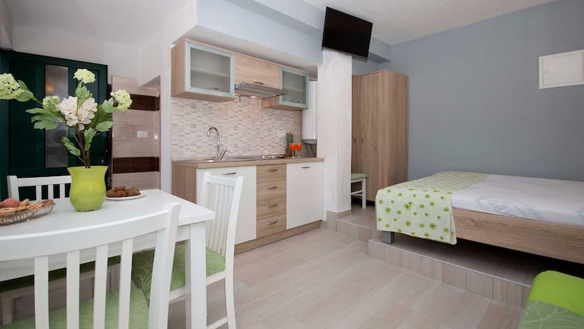 Apartments Meri / Studio KIWI - Vinisce - Leilighet
