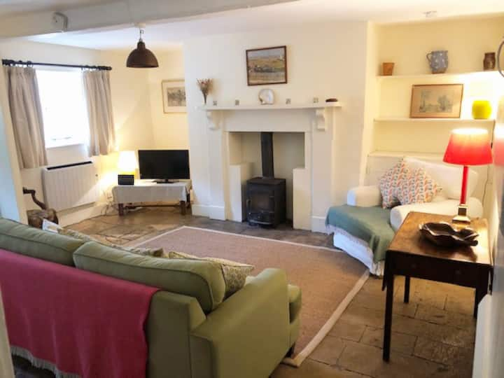 Comfortable bolthole in quiet Cotswold location