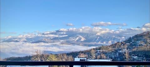 Unreal Mt. Leconte Views/Gatlinburg Condo/Hot Tub