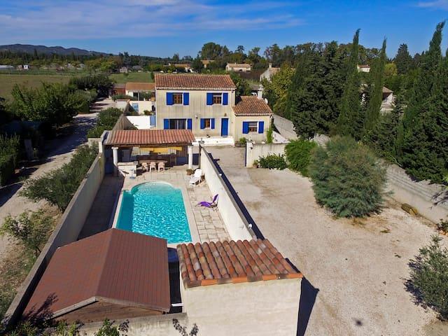 Chambre privée dans villa pres St remy de provence