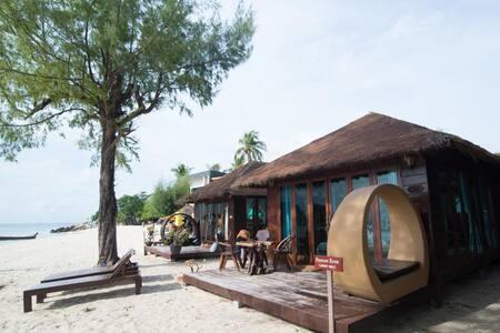 Deluxe Beach Front @Anda Resort Lipe ISLAND - Гестхаус