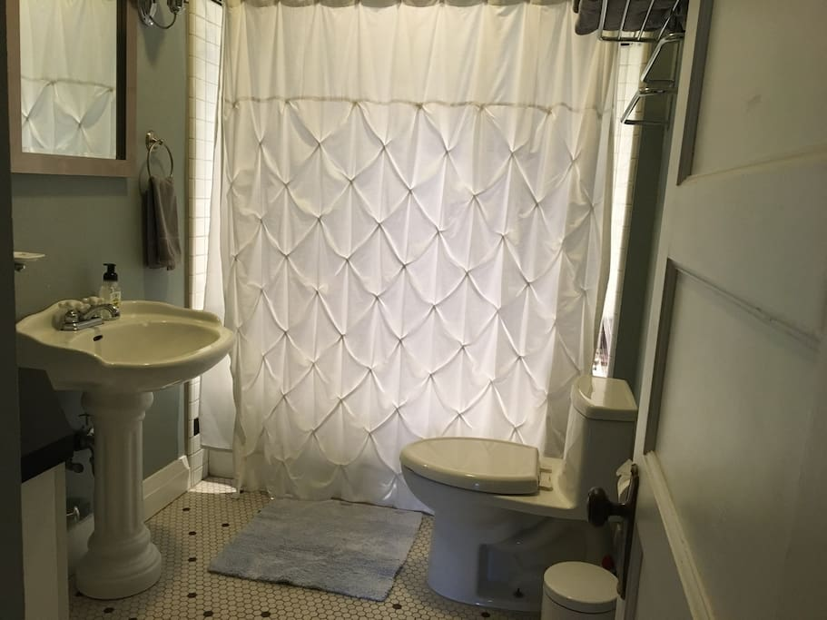 Your private bathroom, shower & tub. Shampoo/conditioner/lotion/etc all provided.