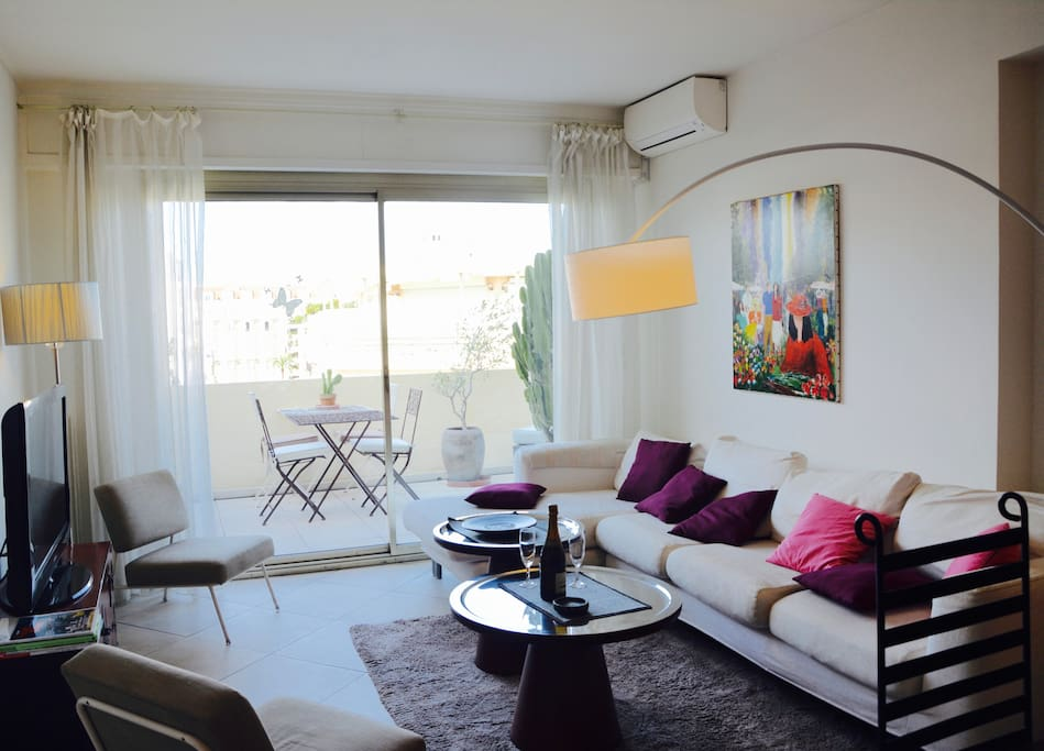 Living room direct access to the sunny terrace in Cannes Croisette next to Martinez & the sea.