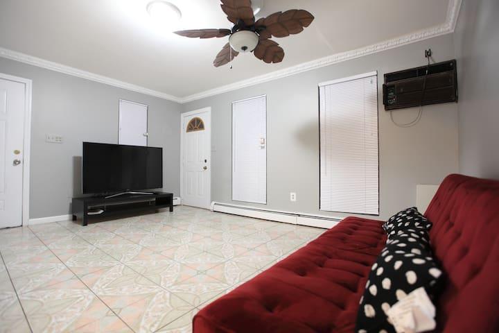 Living room (lower floor)