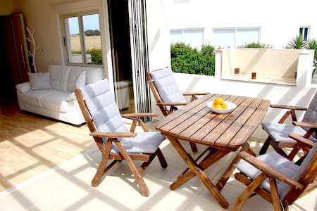 Feel-good seaside house (sleeps 6 + 2 children)