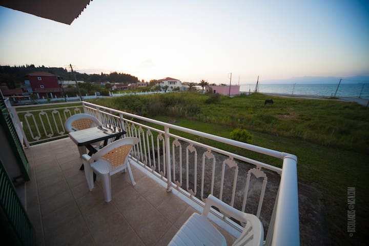 APARTMENTS ON THE BEACH - SIDARI, CORFU - Sidari - Appartement