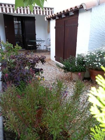 Petit appartement douillet avec jardin - Saintes-Maries-de-la-Mer - Leilighet