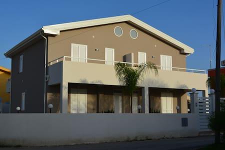 Apartment 40 meters from the beach - Santa Maria del Focallo