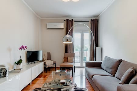 Atenéo, Sophisticated Flat Along the Marathon Route