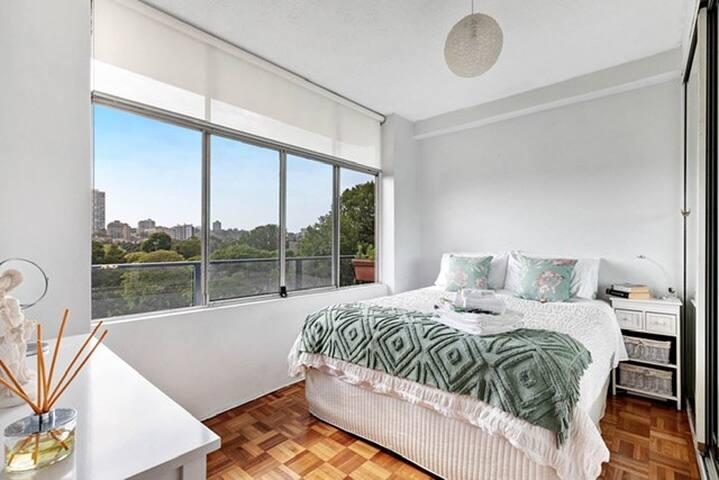 Luxurious comfort top queen bed