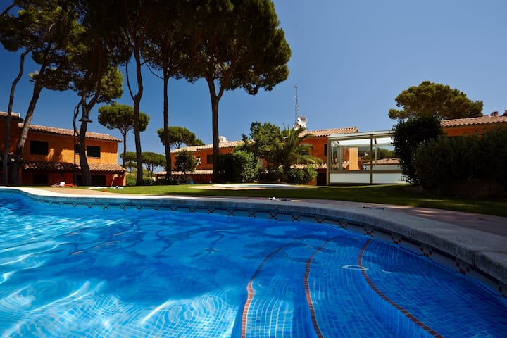 Terraced house at Pals with garden, pool & jacuzzi - 600m Beach (GR 4H 110)