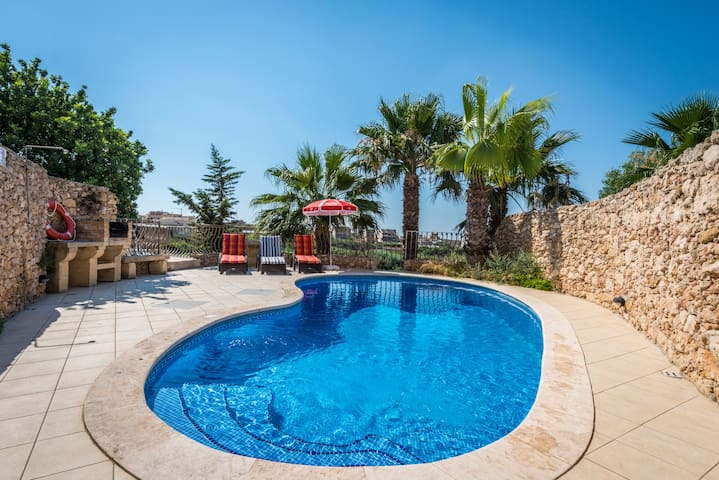 Sunset – Holiday Farmhouse with Large Private Pool