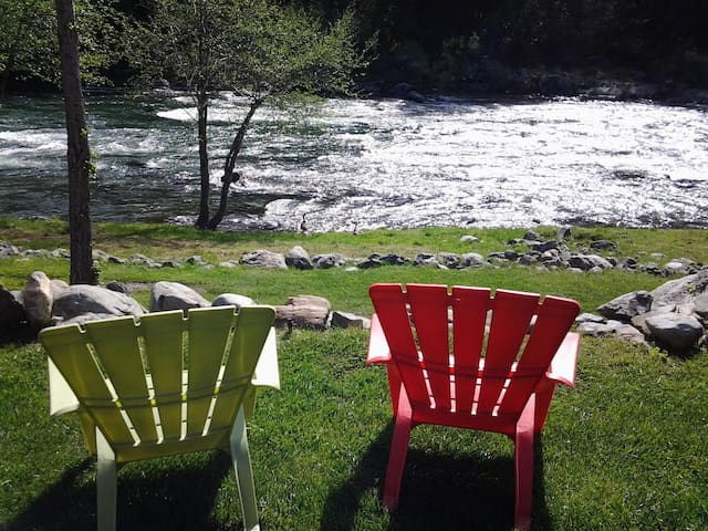 Relaxing view of Trinity River (Cottage 24)