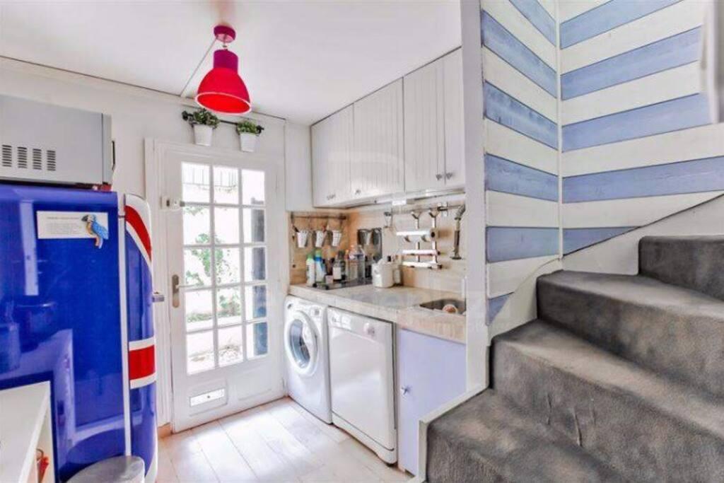 Cuisine équipée lave linge , lave vaisselle, plaques vitrocéramique, micro ondes, réfrigérateur, vaisselle, 2ème terrasse etc