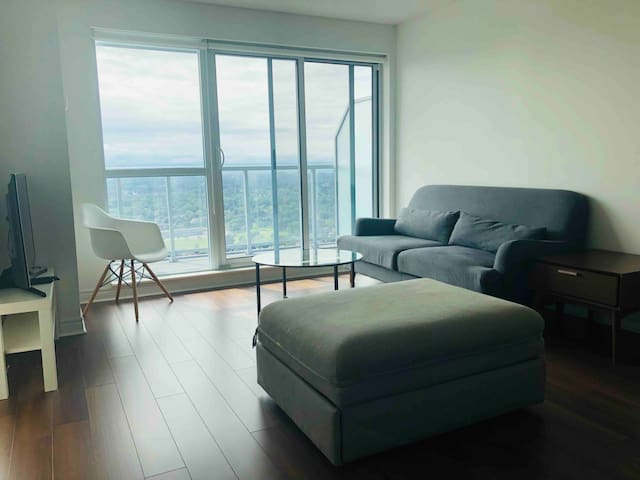 Large 1-Bed With Views - Steps to Subway and Mall