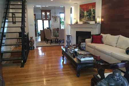 3 BR modern house with PARKING, near Subway