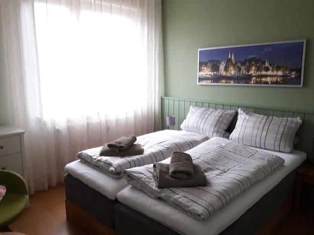 Schlafzimmer 1, die Betten können auch auseinandergezogen werden