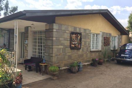 Villa in Armenian quarter with lush garden - Addis Ababa - Haus