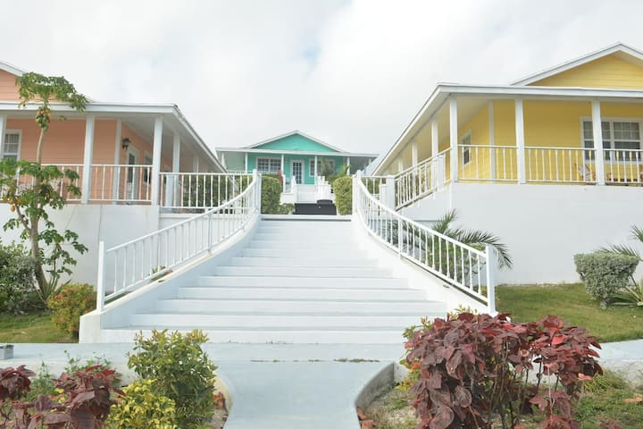 Exuma Point Beach Resort: Peach Poinciana Gardenview Studio