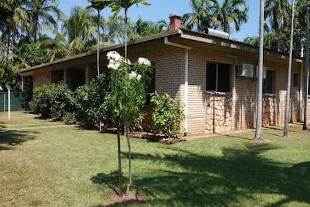 Close to Beach, Markets and Pool - Nightcliff - บ้าน