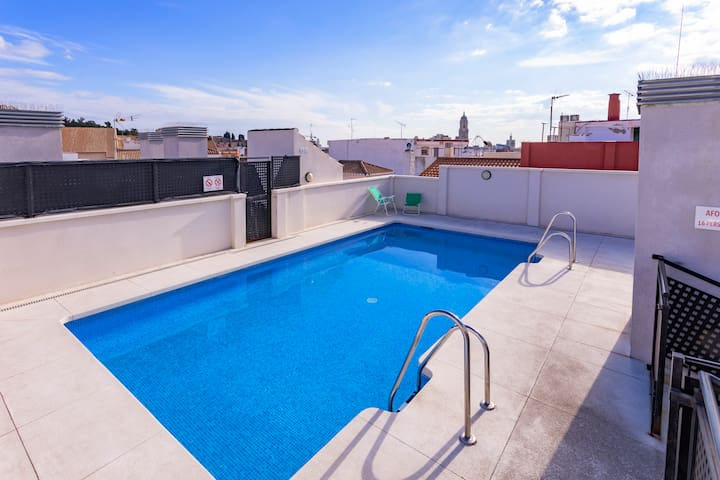 City Centre Rooftop Pool & FREE Private Parking