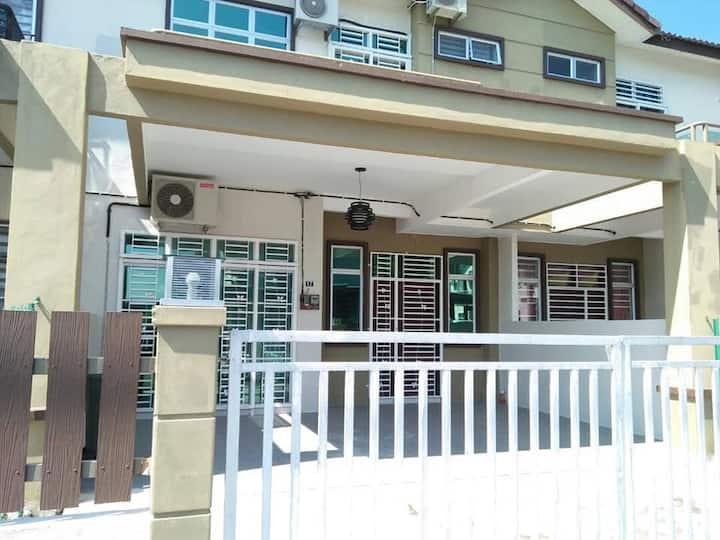 4BR-Wifi-Modern House-Kangar Area-(Near Giant)