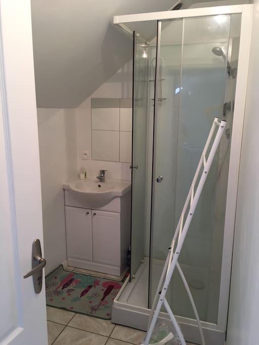 Salle d'eau et sanitaires privés