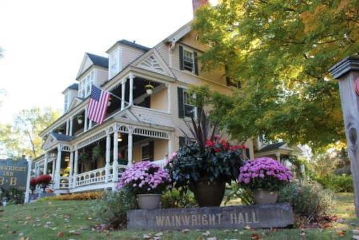 Wainwright Inn Bed & Breakfast