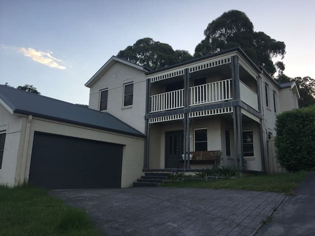 Great Spacious Family Home - Albion Park