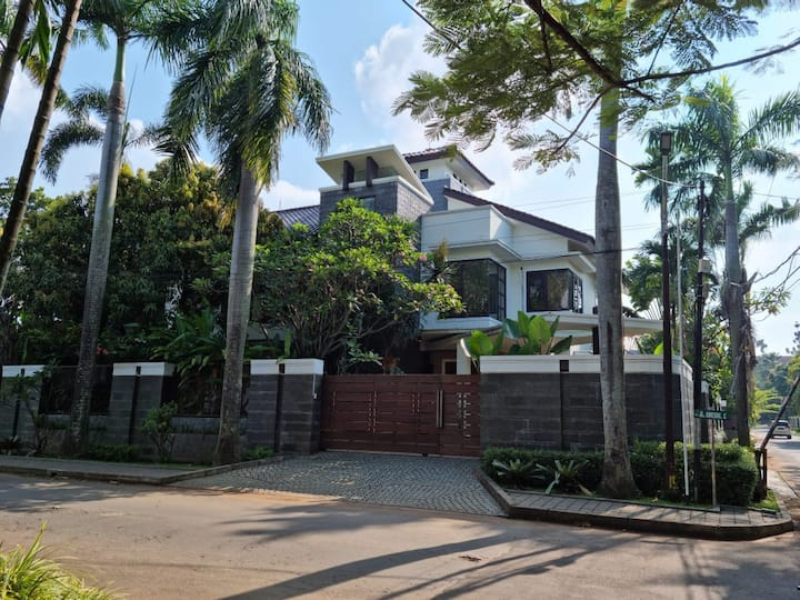 Luxury Villa in the Middle of Kemang