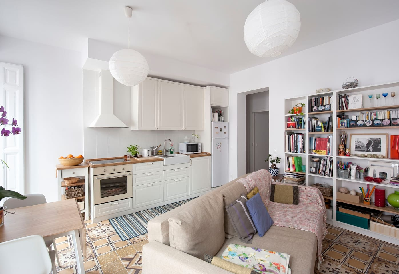 Sitting-room with kitchen and TV