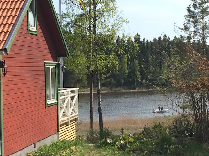 Cottage 95 meters to Baltic sea. Boat w 4 hp.