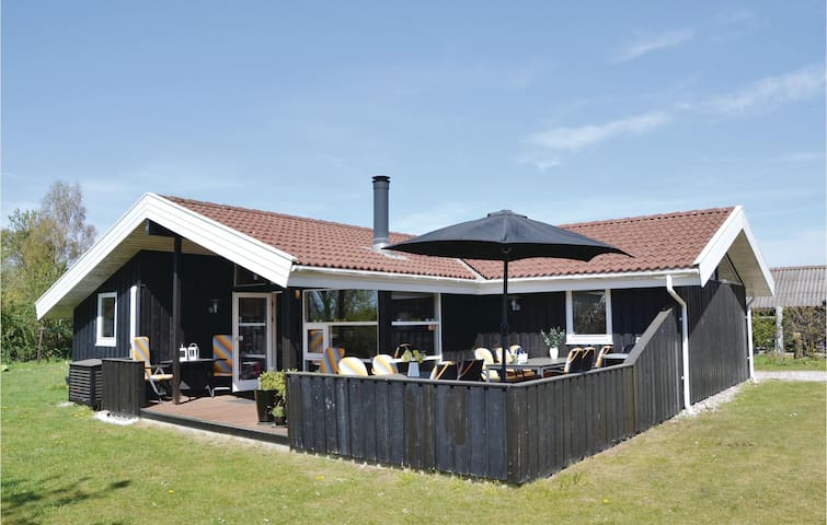 Holiday cottage with 5 bedrooms on 113m² in Græsted