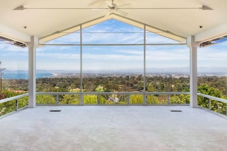 Breathtaking Serenity Awaits in Ocean Views Estate - Palos Verdes Estates - Maison