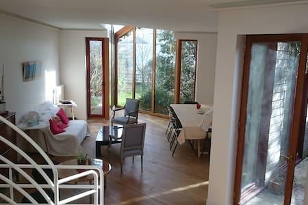 Grande maison d'architecte calme à Sèvres - Sèvres - House