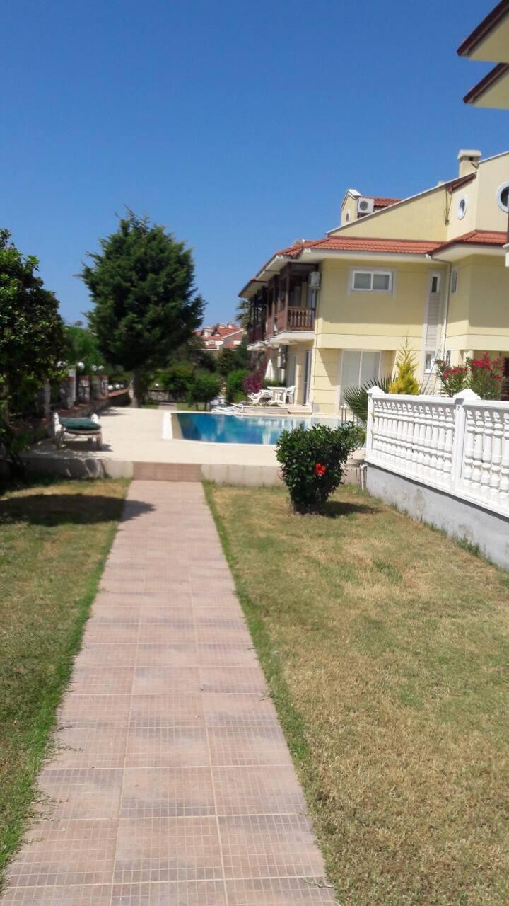FETHİYE' de Kiralık Yüzme Havuzllu Tripleks Villa