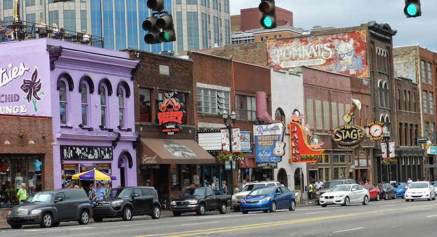 LOCATION! Historic Music Row! - Nashville