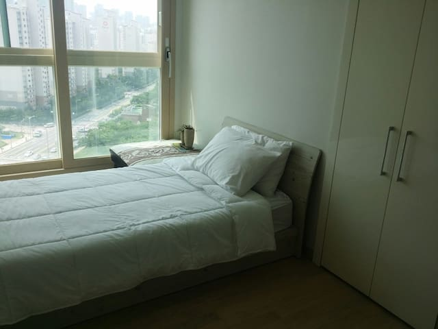 Quiet Room in New Apartment 2 mins from Subway - Yeonsu-gu - อพาร์ทเมนท์