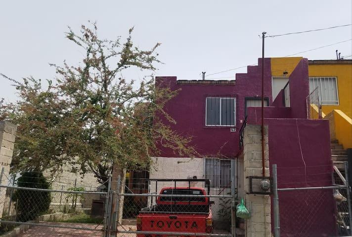 Casa duplex cercas del tren ligero y centro sur
