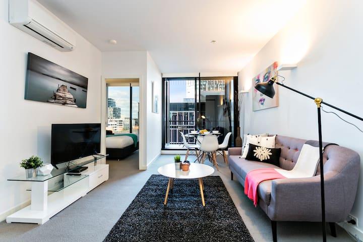 MAGNIFICENT 2bd STYLISH Apt *WIFI PARKING GYM - Melbourne - Apartamento