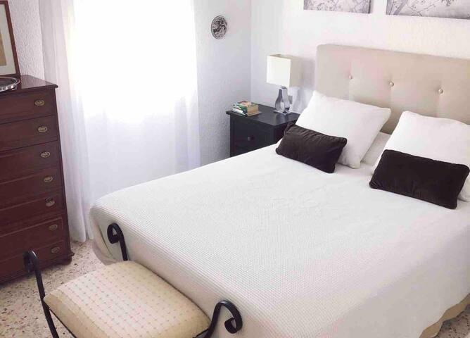 Your room in a dream condo, WiFi, 10 min. to tram