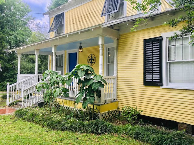 Garden District Cottage- Monthly Rates Available!