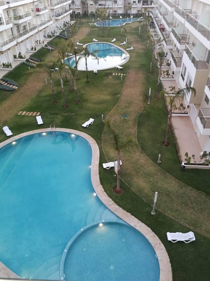 Appartement neuf vue sur piscine