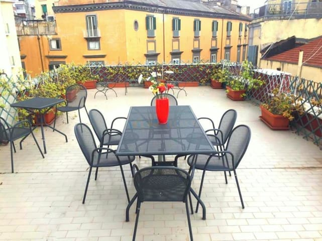 Panoramic Romantic, terrace in the heart of Naples - Napels - Appartement