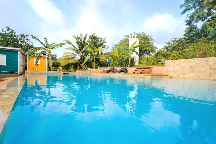 Cozy One Bed Room & Infinity Pool access in Utila!