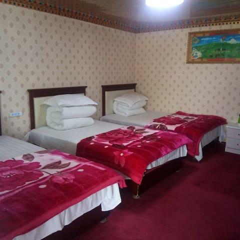 黑马河牧野阳光宾馆标准三人间(独立卫浴)